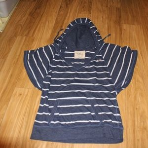 Hollister Size Large Short Sleeve Shirt With Hood